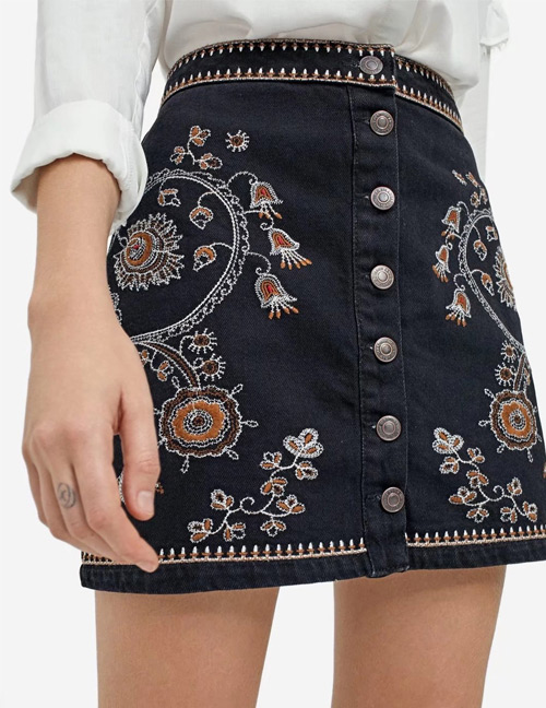 Trendy Black Embroidery Flower Decorated Simple Skirt