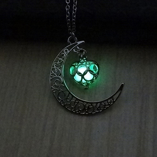 Fashion Green Hollow Out Moon Pendant Decorated Simple Necklace